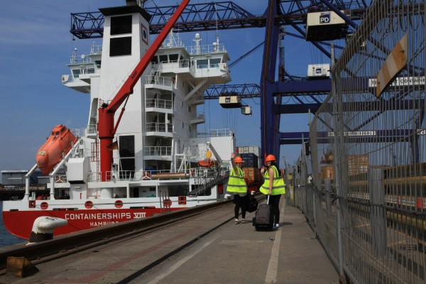 students ready for containerships voyage